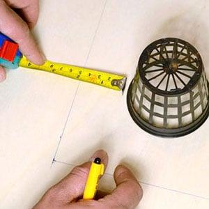 DYI bubble bucket measuring the wooden