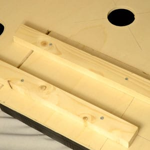 DYI bubble bucket attaches two laths on the wood